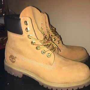 Men's Size 8 1/2 Timberland Wheat Boots